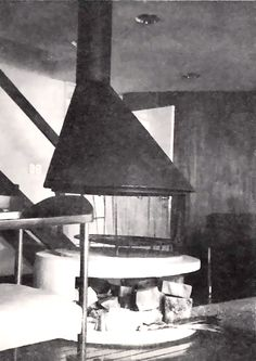 Vista de la chimenea en el primer piso, Casa habitación con espacio comercial en la planta baja, av. División del Norte 515, Narvarte, Benito Juárez, Ciudad de México 1961 (alterado)  Arq. Germán Herrasti -   View of the fireplace on the first floor, House with commercial space on the ground floor, Division del Norte 515, Narvarte, Benito Juarez, Mexico City 1961 (altered)