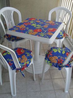 Image gallery – Page 462956036692889886 – Artofit Diy Furniture Projects, Funky Furniture, Diy Furniture Restoration, Hand Painted Chairs, Dining Room Table Chairs, Techniques Couture, Diy Arts And Crafts, Sofa Covers, Paint Designs