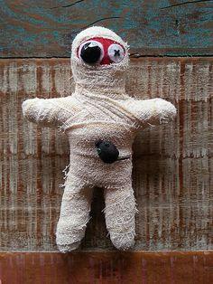 Múmia - felt doll