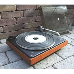 B&o turntable Bang And Olufsen, Record Players, Turntable, Vintage Designs, Music Instruments, Audio, Classic, Derby, Record Player