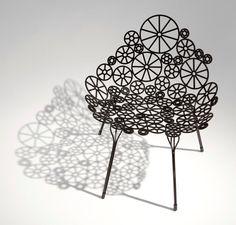 Lançada na Feira de Milão deste ano a cadeira Estrela assinada pelos Irmãos Campana chegará em maio à NOVO AMBIENTE do CasaShopping