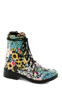 vegan floral doc marten lookalikes. Great find, if I do say so myself! #veganshoes