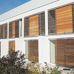brise-soleil en bois by Lanz Architekten Schindler
