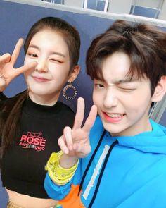 Look how visuals winked 🔥 ________________ . Korean Couple, Best Couple, K Pop, Parejas Goals Tumblr, Pop Photos, Kpop Couples, Bts And Exo, Korean Star, Lil Baby