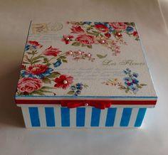 Caixa decorada em mdf - Flores / Listras