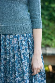 I like the detail of the 2 rows of garter stitch above the ribbing, very sweet!
