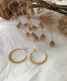 Cera Crescent Hoops, gold-plated hoop earrings, open-ended c-shape hoops. Dainty hoops for everyday wear. #TheHexad