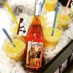 Avec cette chaleur ☀️ un #smoothie ou un #sinbin bien frais ? #instalike #boisson #rose #wine #fruit #summer #lfl