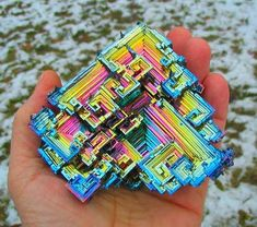 Let's get down to Bismuth. Bismuth (Bi) is a naturally occurring element with an atomic number of chemically, it resembles arsenic and antimony. As you can see in the image, bismuth crystals are. Minerals And Gemstones, Rocks And Minerals, Beautiful Rocks, Mineral Stone, Rocks And Gems, Mind Blown, Oeuvre D'art, Stones And Crystals, Gem Stones