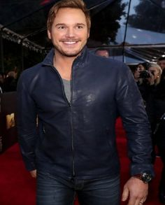 Chris Pratt Wins Best Action Performance at MTV Movie Awards Chris Pratt smiles from ear to ear while walking the red carpet at the 2016 MTV Movie Awards held at Warner Bros. Jurassic World Chris Pratt, Actor Chris Pratt, Masculine Style, Mtv Movie Awards, Celebs, Celebrities, Good Looking Men, Famous Faces, Jacket Style