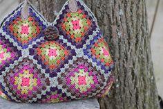 chrochet granny square bag - SO cute!