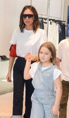 Victoria Beckham cuts a stylish figure shopping in Sydney with Harper and Cruz Victoria Beckham Outfits, David And Victoria Beckham, Victoria Beckham Style, Posh Beckham, Harper Beckham, Denim Fashion, Fashion Outfits, The Beckham Family, Victoria Fashion