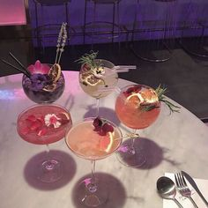 ideas for party aesthetic cocktail Good Food, Yummy Food, Fancy Drinks, Summer Drinks, Think Food, Cafe Food, Partys, Aesthetic Food, Desert Aesthetic