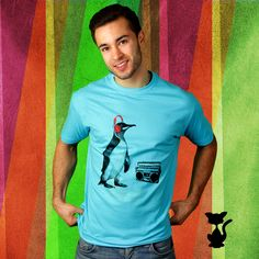 T-Shirt mit Print im 80er Jahre Look, Style der 80er, blaues Shirt mit Pinguin der Musik über Kopfhörer hört, Ghettoblaster / T-shirt with 80s print, style of the 80s, blue shirt with penguin that is listeing to music with headohone and a ghettoblaster by KaterLikoli via DaWanda.com