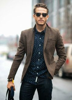 When your girlfriend says 'smart-casual' and you have no idea what she's talking about. We're here to help! Check out these rules for the perfect smart casual outfit she's been dreaming of you in! Mode Masculine, Blazer Marron, Best Smart Casual Outfits, Smart Casual Man, Mens Smart Casual Fashion, Trendy Fashion, Smart Casual Blazer Outfit, Smart Casual Dinner Outfit, Simple Outfits