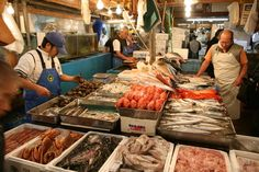 I want to go to the Tokyo Fish Market! It looks like a fascinating place to go! #AAtoASIA