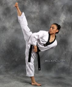 Female Martial Artists, Martial Arts Women, Mixed Martial Arts, Taekwondo Girl, Karate Girl, Martial Arts Techniques, Hapkido, Judo, Kickboxing