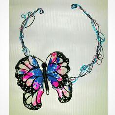 Collar de Mariposa escama de pescado 10x9 cm
