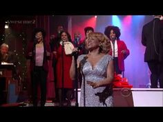 DARLENE LOVE singing her Christmas classic 'Baby, Please Come Home' on her annual visit to the David Letterman Show (2013). Great performance!!