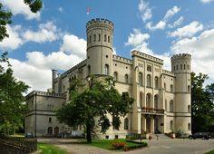Zamek w Rokosowie wybudowany w latach 1849 -1854 dla rodziny Mycielskich, zaprojektowany przez Friedricha Augusta Stülera. Obecnie mieści się w nim Ośrodek Integracji Europejskiej.