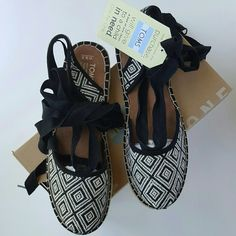 "NWT TOMS Bella Espadrille Sz 9.5 Flat espadilles from TOMS in ""Black Woven Diamond"" print with removable ties that can go around the ankles. Size 9.5, new with tags and box. TOMS Shoes Espadrilles"