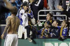 Fan goes crazy after got jersey from David Beckham #MLS #LA Galaxy
