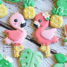 Close up to the flamingos. #watermeloncookiecutters #flamingocookiecutter #flamingobirthday #sharethecookie #thesweetdesignsshoppe #tropical #tropicalcookies #tropicalcookiexutters