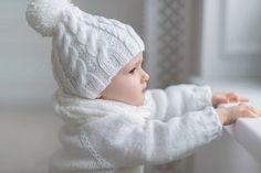 Белоснежный  комплект: шапочка, свитер, носочки и снуд.