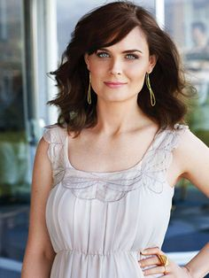 Emily Deschanel --- Bones is one of my very favorite series (as is New Girl - coincidence? See Emily Play, Female Celebrity Crush, Temperance Brennan, Booth And Brennan, Jessica Day, Emily Deschanel, Layered Haircuts, Her Hair, Beauty Women