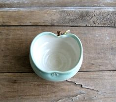 pretty little apple bowl :)  this thing is not really directly wedding related, but it's a cute idea right? :)