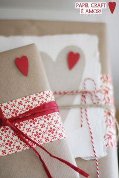 Presentes embalados no papel de pão - papel craft