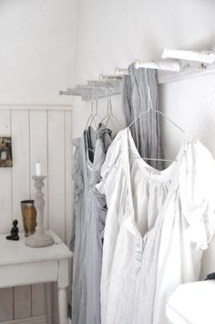 Cozy Home Interior What A Nice Day, Grey Houses, White Cottage, Grey Oak, Scandinavian Living, Weathered Wood, Farmhouse Chic, Bedroom Colors, Cozy House