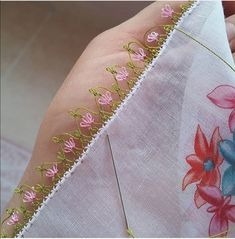 İgne oyası Diy And Crafts, Arts And Crafts, Saree Blouse Neck Designs, Needle Lace, Knitted Shawls, Knitting Socks, Baby Booties, Hand Embroidery, Tatting