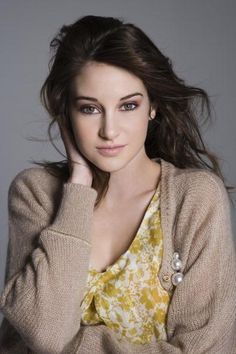 'Shailene Woodley' American actress best known for portraying Amy Juergens in The Secret Life of the American Teenager. Shailene Woodley, Beautiful Celebrities, Beautiful Actresses, Wattpad, Pretty People, Beautiful People, Beautiful Eyes, Hazel Grace Lancaster, Ariana
