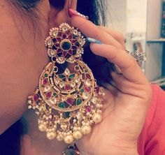 31 New Ideas For Indian Bridal Jewelry Kundan Jewels Pakistani Bridal Jewelry, Indian Wedding Jewelry, Indian Bridal, Bridal Jewellery, Jewelry Design Earrings, Gold Earrings Designs, Jhumka Designs, India Jewelry, Gold Jewelry
