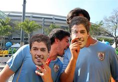. Rio De Janeiro (Brazil), 28/06/2014.- Uruguayan fans pose with face masks depicting Luis Suarez before the FIFA World Cup 2014 round of 16 match between Colombia and Uruguay at the Estadio do Maraca | Uruguayos recuerdan a Suárez con caretas - Yahoo Deportes