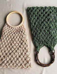 Free Beautiful Crochet Handwork Bag Design Ideas – Page 7 of 31 – belikeanactress. com – Macrame Macrame Bag, Macrame Knots, Diy Macrame Wall Hanging, Macrame Mirror, Macrame Curtain, Bag Crochet, Bag Pattern Free, Net Bag, Macrame Design