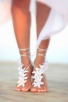 We would like to inspire you with awesome beach wedding shoes. Take a look at this fabulous trend - barefoot sandals with lace, pearls and rhinestones.