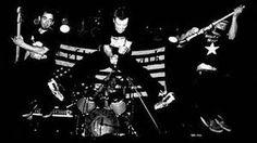 #Punk news:  I Leftover Crack annunciano di nuovo Fuck World Trade http://www.punkadeka.it/i-leftover-crack-annunciano-di-nuovo-fuck-world-trade/ La band statunitense formatasi nel 1999 dalle ceneri dei Choking Victim, ha annunciato che stanno per ripubblicare il loro secondo lpFuck The World uscito nel lontano 2004. La ristampa è stata affidata alla casa discografica di Fat Mike, la Fat Wreck Chords, l'album include 5 bonus track ...
