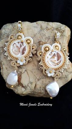 orecchini soutache bianco e oro Soutache Earrings, Handmade Earrings, Hand Embroidered, Soutache Jewelry, Handmade from Italy di ManuJewelsEmbroidery su Etsy