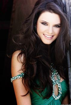 Kendall Jenner is so gorgeous! Plus shes the only person in the Jenner/Kardashian family that I actually like.