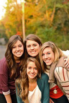 Friends! Photoshoot // Fall Photo Shoot // Group poses // Roommates // Photo Shoot ideas // by Hannah Witham