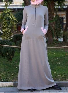 SHUKR's long dresses and abayas are the ultimate in Islamic fashion. Casual Hijab Outfit, Hijab Chic, Casual Dresses, Fashion Dresses, Arab Fashion, Islamic Fashion, Muslim Fashion, Model Baju Hijab, Modele Hijab