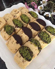 Hayırlı hafta sonları çok sevdiğim kurabiyelerden yaptım dün oğlumun toplantısı için beğenildiğini düşünüyorumki bitane bile kalmadısüslü kürabiyelerim nasıl olmuş sizce☺️tarifi aşağılarda var bunlar sadece biraz süslendi #lezzetlerim #lezzetkareleri #tarifimcahideye #cahidesultan #lezetli_tariflerle #yemekrium #kahve #kakulelimutfak #pasta #foodie #foodporn #likesforlikes #followforfollow #followback #follow4follow #follewers #instacollage #instacool #instigram #yummy #delicious #eatcl...