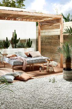 Wooden Pergola Patio - Covered Pergola Plans How To Build - - Deck Pergola Videos Shade - Outdoor Decor, Wooden Daybed, Cheap Home Decor, Pergola Designs, Patio Decor, Home Decor, Bohemian Garden, Diy Shades, Garden Inspiration