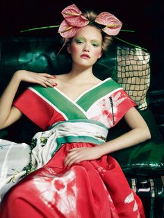 Gemma Ward in Christian Dior Spring 2007 haute couture; photographed by Patrick Demarchelier for the 2008 Pirelli calendar,Pearls of the Orient.