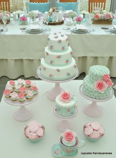 Love this super sweet girly dessert table. Vintage Birthday Parties, Tea Party Birthday, Birthday Cake, Fondant Cakes, Cupcake Cakes, Cupcakes Decorados, Buttercream Flower Cake, Strawberry Cakes, Cake Shop