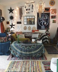 Bohemian Bedroom Decor Ideas - Discover the most effective Bohemian Room Designs. Learn ways to offer your bed room a boho touch. Indie Bedroom Decor, Bohemian Apartment Decor, Bohemian Room, Boho Living Room, Bohemian Decor, Boho Chic, Modern Bohemian, Living Rooms, Cozy Bedroom