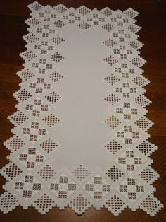 Gorgeous Vintage Norwegian Hardanger Table Runner 20 x 35 Shuttle Tatting Patterns, Chicken Scratch Embroidery, American Girl Crafts, Hand Embroidery Flowers, Drawn Thread, Hardanger Embroidery, Stained Glass Panels, Bargello, Ag Dolls