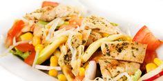 Salată cu piept de pui și porumb, numai bună pentru o cină rapidă și sănătoasă de mămici cu pitici. Pasta Salad, Cooking Recipes, Chicken, Meat, Ethnic Recipes, Food, Crab Pasta Salad, Chef Recipes, Essen